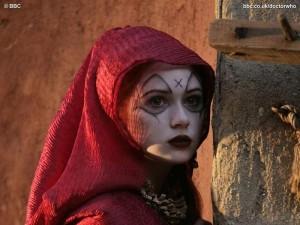 fonte: http://www.fanpop.com/clubs/karen-gillan/images/8284497/title/karen-gillan-fires-pompeii-photo